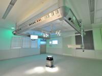 """Медицинский ламинарный стерилизатор воздуха со стеклянным """"фартуком"""" и интегрированной консолью."""