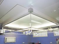 """Медицинский ламинарный стерилизатор воздуха со стеклянным """"фартуком""""."""