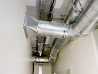 Подача свежего воздуха в комнату сканирования.